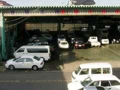 運輸大臣指定一種整備民間車検工場完備!充実の設備リフト9基と整備士10人がお客様のお車をフォロー致します!