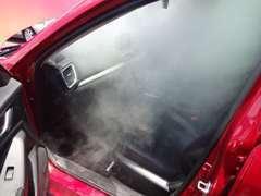 入庫車両には抗菌、除菌スチーム実施!大手タクシー会社様数社使用のマシンで行います!