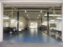 九州運輸局長認証工場完備。車検から日々のメンテナンスまで国家資格を持ったプロの整備士が対応致します。
