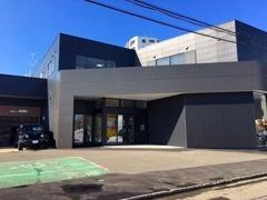 旧5号線沿い、札幌西郵便局すぐ近くになります。場所がわからない際は、気軽にお電話下さい。