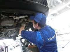 【整備工場】マイスターの資格を持ったプロのエンジニアがあなたのお車を整備します。
