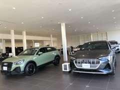 新車のショールームには、常時新型車を展示しております。試乗車もご用意しておりますので、お気軽にお立ち寄り下さい。。