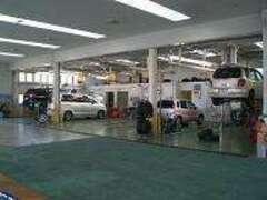 サービス工場も併設♪ 厳しいトヨタの検定に合格したエンジニアが、「心を込めて」サポートいたします♪