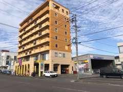 ★8階建てのビルの1階です