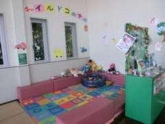 広々キッズルーム完備。小さいお子様にも楽しい時間を過ごして頂ける様当店は努力しております!!