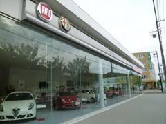 国内最大級のショールームにはクライスラー・ジープをはじめ5ブランドを展示!個性溢れる輸入車をご覧ください。