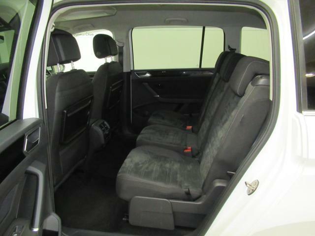 当社クリーニング工場にてまるまるクリーニングを行い、内装・外装・エンジンルームや見えない細部までくまなく洗浄し、仕上げにもこだわっております。是非、清潔で状態の良いお車に気持ち良く乗って下さい。