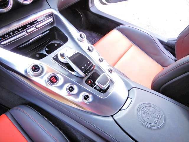 GTS  ディーラー左ハンドル 平成27年12月登録車 カーセンサー認定済み 車検令和4年12月迄 Sエキゾースト ツインターボ 赤黒コンビレザー ダッシュ赤ステッチ レッドキャリパー 走行中TVOK