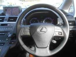 オーディオ操作が簡単に出来るステアリングスイッチ!視線を逸らさずに操作出来るので安全に運転出来ますね♪