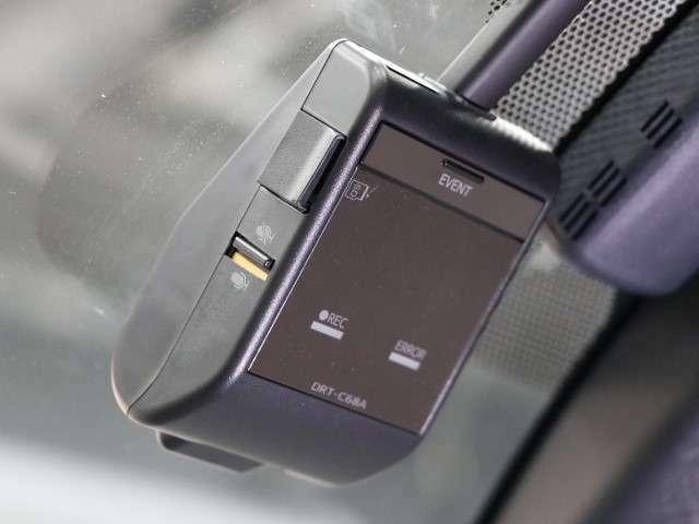 いざという時の決定的瞬間を画像に残せるドライブレコーダーを装備しています!