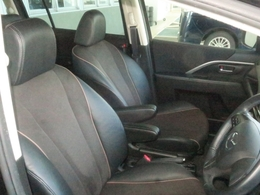 肘掛付きシートだから運転しててもラークラク!安全運転しっかりね!