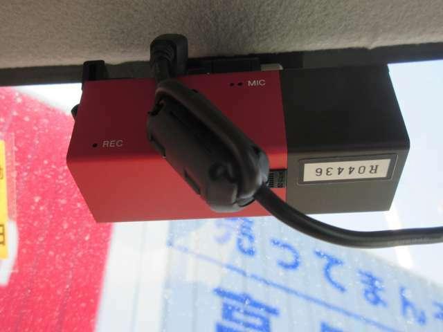 ドライブレコーダー装備しています。車をぶつけられた時など事故の際には映像で確認できる為安心です。