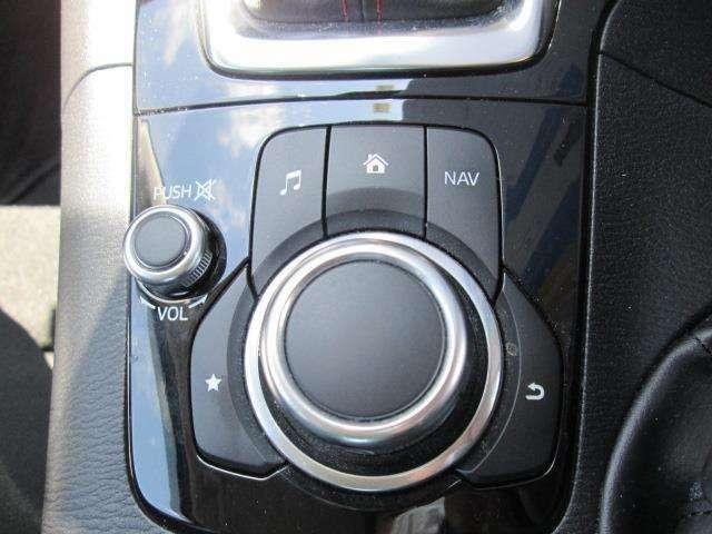 ナビ操作等はシフトレバー付近のこちらのボタンで操作できます。