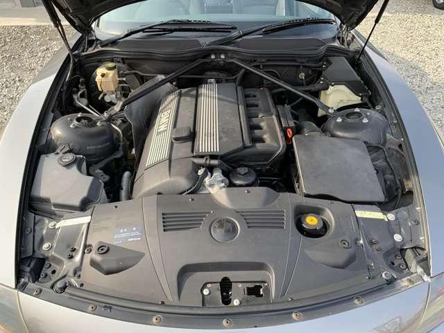 タペットのガチャガチャ音も無くとてもトルクフルでスムーズに吹けるエンジンです。