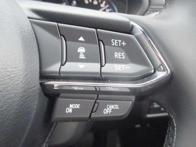 前車の速度に合わせて追従するレーダークルーズコントロール機能付きで疲れにくい運転ができることによりで事故を減らします。