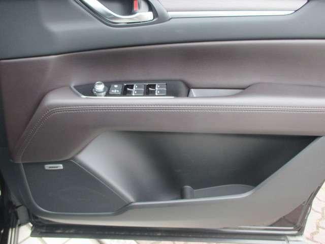 運転席側ドアトリムスイッチです。