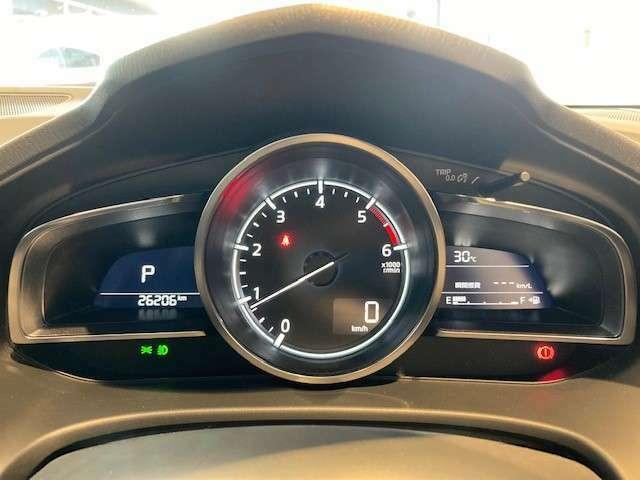 インフォメーション画面には平均燃費、瞬間燃費、後続可能距離などを表示出来ます☆