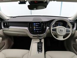 2020年モデル!XC60 D4 AWD モメンタム入庫しました!人気のディーゼルモデルです!内外装ともに良好な一台!ステアリングホイールヒーターやリアシートヒーターなど快適装備充実の一台!