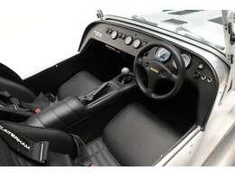 ブラックレザーシート 禁煙車 ETC車載器 シガーソケット増設済 CTEK充電端子装着済 純正4点式シートベルト(270R用)