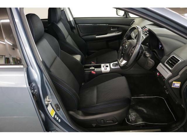 運転席に電動シートを採用。シート位置の微調整ができ、ぴったりの姿勢でドライブをお楽しみいただけます