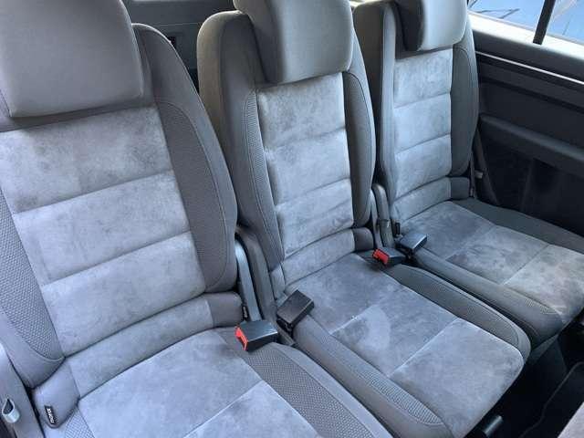 後部座席はそれぞれが独立しており、座り心地も良好です。