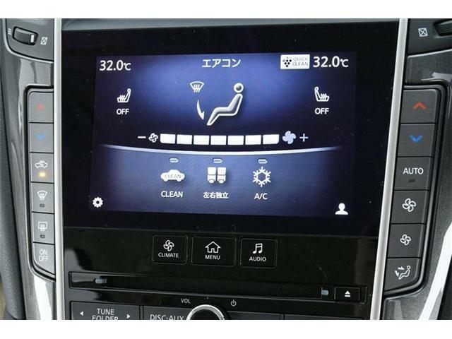 高級セダンは一味違います。エアコンだってプラズマクラスター内蔵&内外気自動切換付きの左右独立型のオートエアコン!!