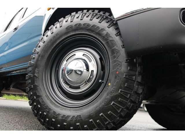足元にはDEANクロスカントリー16AWに、グッドイヤーDURATRAC235MTタイヤ!ロードノイズを押さえつつトラクションと横剛性を確保したタイヤです!