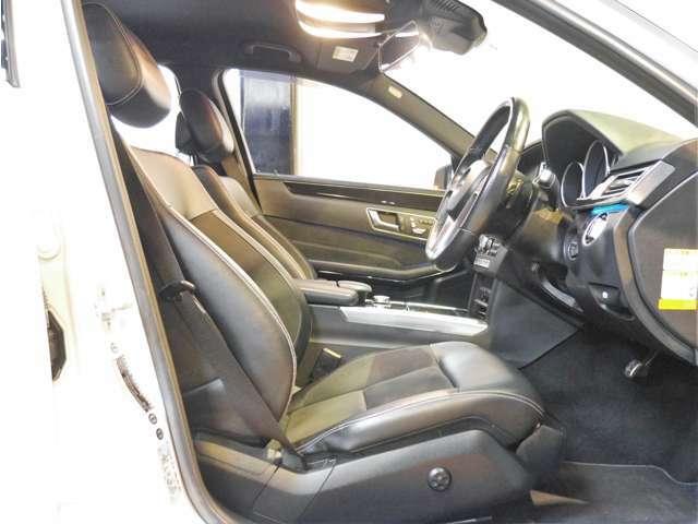 ●AMGスポーツパッケージ専用のハーフレザーシートを装備しております♪運転席にはメモリー機能付きのパワーシートを標準で装備しており、全席は冬場に嬉しいシートヒーター付きとなります(^^)/