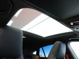 ●パノラミックスライディングルーフ:解放感のある車内をぜひご体感ください!