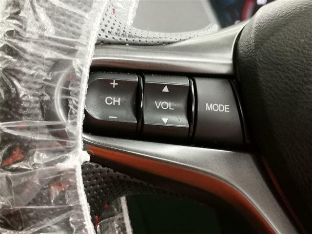 ハンドル左側スイッチで音量調整が可能!視線ズラさず安全・安心♪