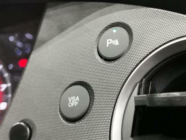 前後各所のコーナーセンサーは前進・後退の際に障害物に接近の場合は音で知らせてくれる便利な装備!