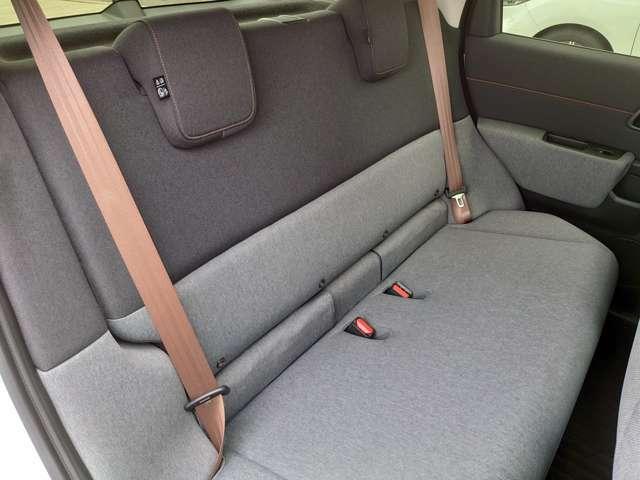 二列目もゆったり座っていただけます。チャイルドシートの取り付けも可能です。