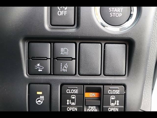 安全装備のトヨタセーフティーセンスを装備★オートハイビームも装備しております。