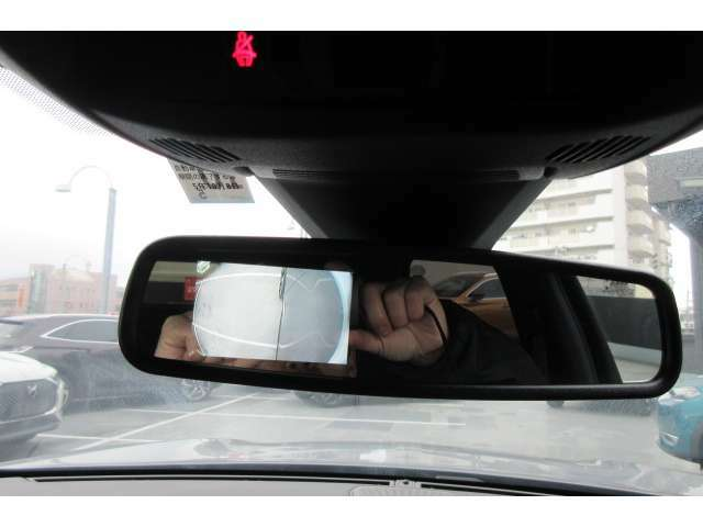 助手席側サイドミラー下のカメラ映像を映し出すことも可能です。