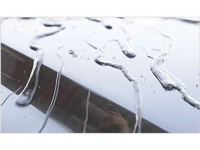 Aプラン画像:滑水性被膜のため、汚れが固着しにくく、簡単な水洗いで汚れを除去しやすくなります。万一、水洗いで落ちない汚れやピッチ・タールなどが付着した場合は付属のクリーナーをご使用ください。