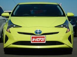 走行距離約8,320km!車検整備付♪見やすい9型ナビ♪希少オプション色・サーモテクトライムグリーン(6W7)♪人気のプリウス Sです♪