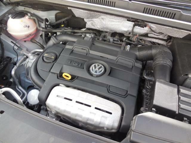 1.4L TSIエンジン。ダイレクトインジェクション(直噴)とインタークーラー+ターボ(過給)で優れた燃焼性能と低燃費を達成。トルクフルでストレスフリーな走りを実現させています。