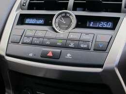 ■デュアルオートエアコン■左右独立したエアコンです!運転席と助手席で温度を変えられますよ♪