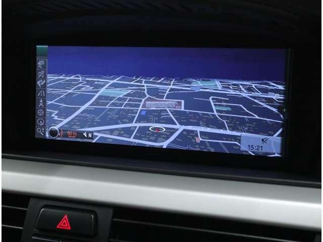 高解像度8.8インチワイドモニターはドライバーからの視認性を大幅に向上。ダッシュボードと一体感あるインテリアデザインを実現。音楽CD約220枚分を保存できるミュージックサーバー機能も併せ持っています。