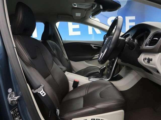 ●レザーシート:ブラウン●パワーシート●シートヒーター『ゆったりとしたドライバースペースで、長時間の運転でも快適にお過ごしいただけます。』