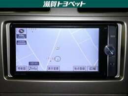 トヨタ純正ナビゲ-ション装着車です。地上デジタル放送・CD・DVD再生など多機能に再生できるナビゲ-ションです。