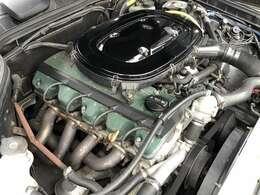 エンジンはグリーンの結晶塗装がトミーカイラの証です。圧縮比アップ、カムプロフィール変更、ポート研磨、軽量フライホイールに専用EXマニ、マフラーと随所に渡りチューニング