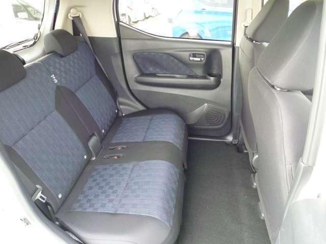 後席の足元はゆとりがありゆったりと乗ることが出来ます!