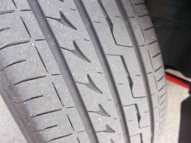 タイヤの残りは7分山程度です。別途料金となりますが新品タイヤもお求めやすい価格でご用意しておりますのでお気軽にご相談ください!