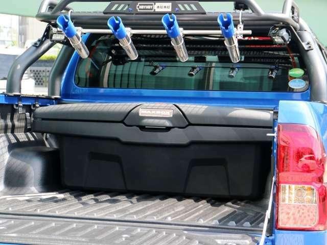収納容量の大きなアッパーボックス付き!!これでアウトドアに必要な荷物も沢山収納できます!!