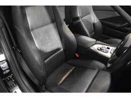 質感の高いシートヒーター付ブラックレザー電動シート! 2パターン迄登録可能なメモリー機能も装備されております!