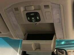両側パワースライドドア搭載!スマートキーからでもドアの開閉が可能となり、手荷物がいっぱいでも快適にお乗り頂けます!さらにパワーバックドアも搭載!ボタン一つで開閉が可能となっております!