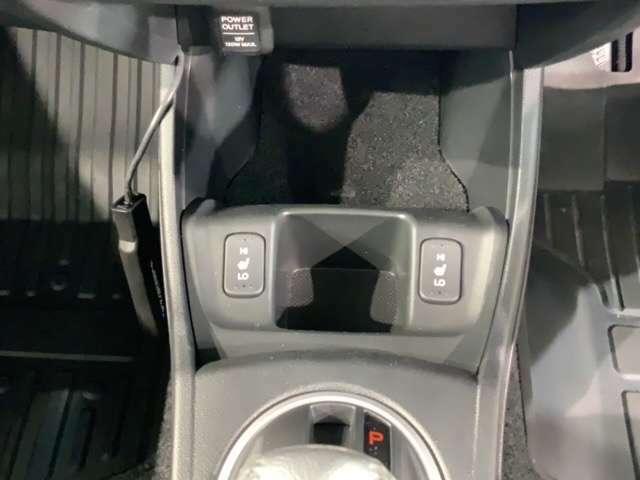 フロント両席にはシートヒーターが付いています!寒い日に便利な装備ですね。