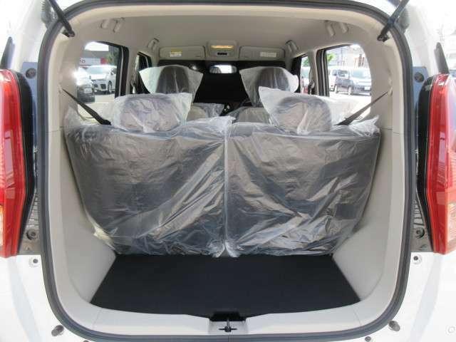 リヤの開口部も広くて荷物も載せやすい