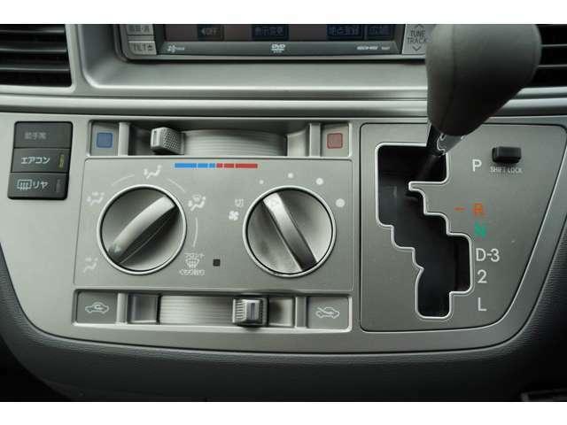 エンジンルームも清掃(^^)車の心臓部であるエンジンルームが汚れていたら車がかわいそうですよね?ボンネットの裏側まで綺麗に磨き込みます(^^)